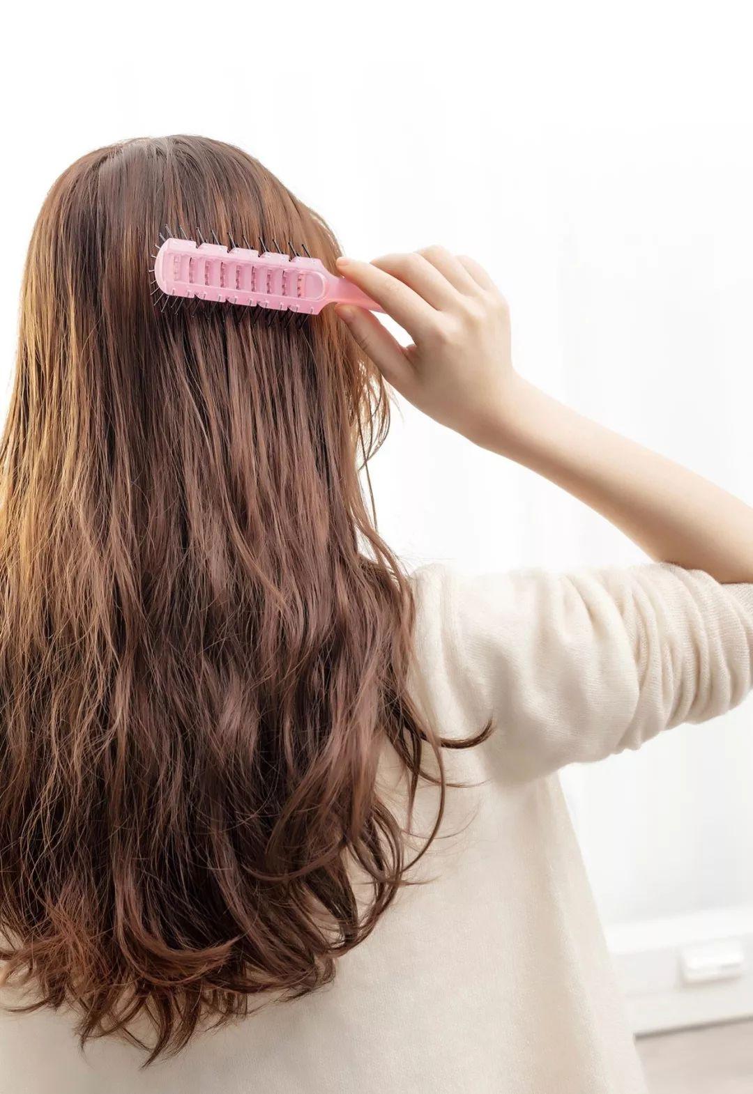 别再剪短发了,有了这款 拳击辫 ,你也能成为全场的焦点
