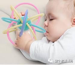 新生儿睡觉姿势真的会影响头骨发育吗?