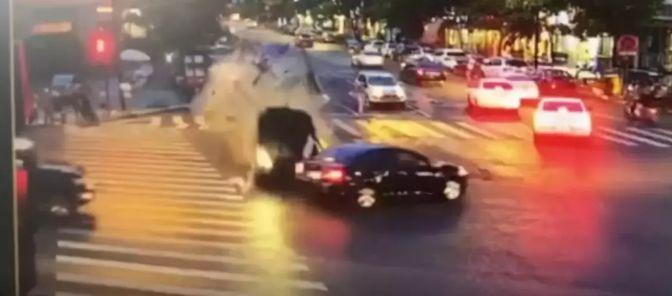 判了!女子穿拖鞋开车,致5人死亡!