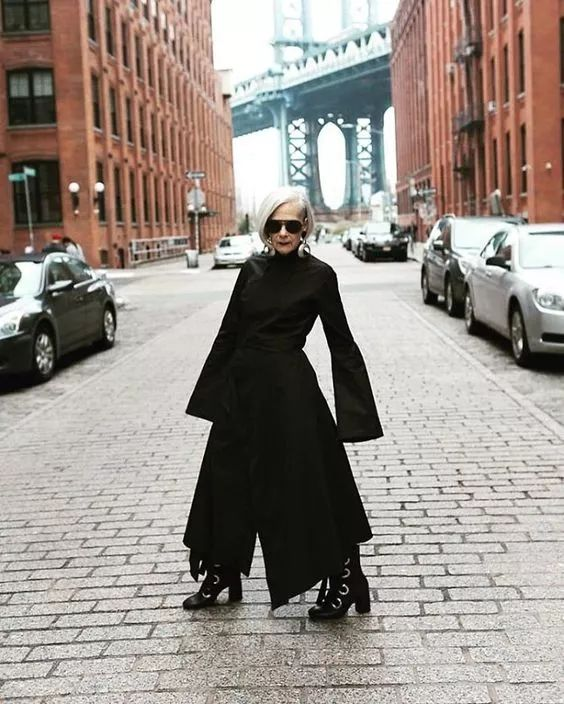 65岁的她穿得比少女还时髦,等到老了,就要这样活