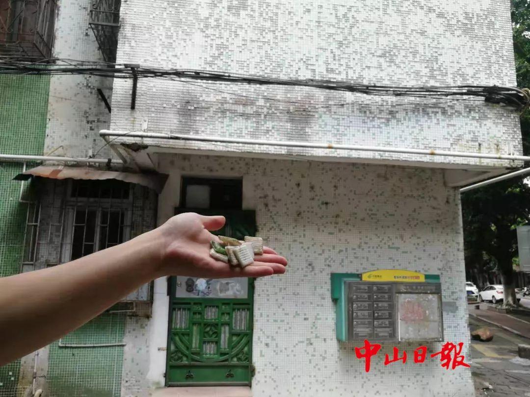 惊险!中山这个小区的窗户玻璃突然掉下楼,险些砸伤人!