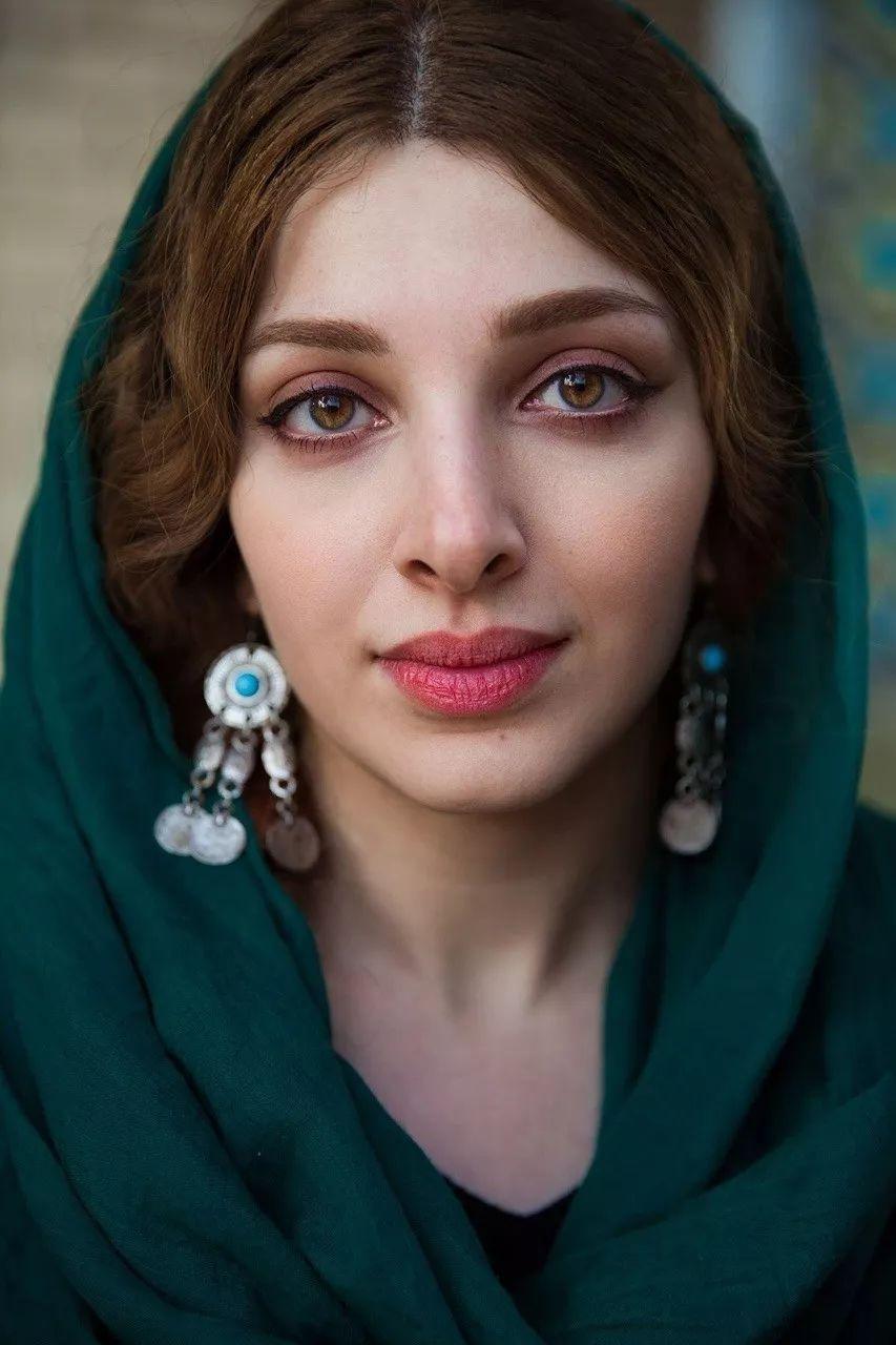 美女大胆人体艺术摄影_她拍了2000位美女,打破网红脸审美:这样的美人,流水线