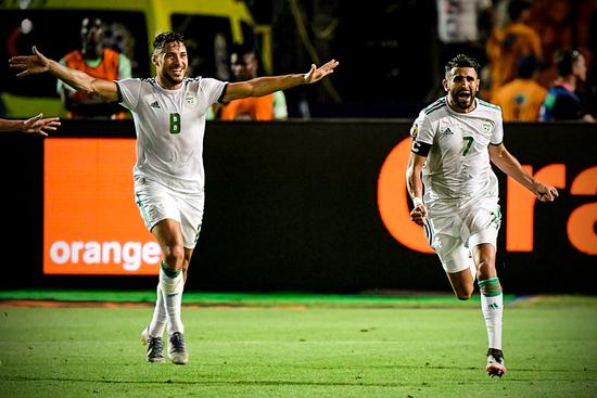 <b>94分28秒超神任意球!曼城球星读秒绝杀尼日利亚,闯入非洲杯决赛</b>