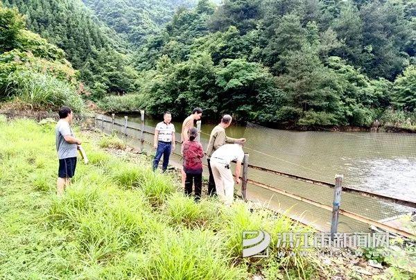 微洪江|太平乡腾库清除溢洪道拦鱼非法设施