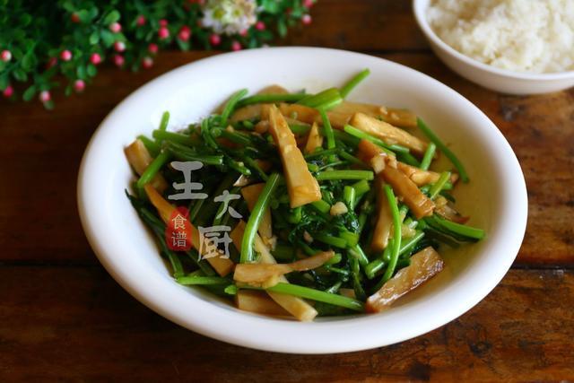 茼蒿炒杏鲍菇,清淡营养口感清香,方便简捷好味道
