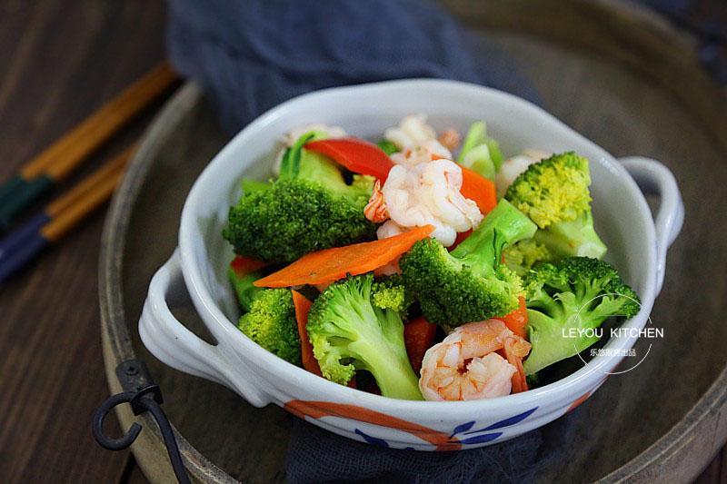 天热,就爱吃清淡的,虾的3种炒法,简单清爽,多吃一点也不长肉