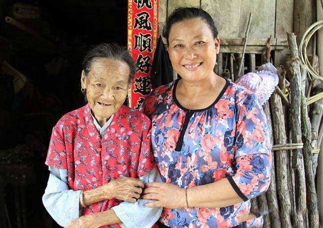 她是87位孩子的妈妈,孩子九成都是大学生,11个清华,9个北大!