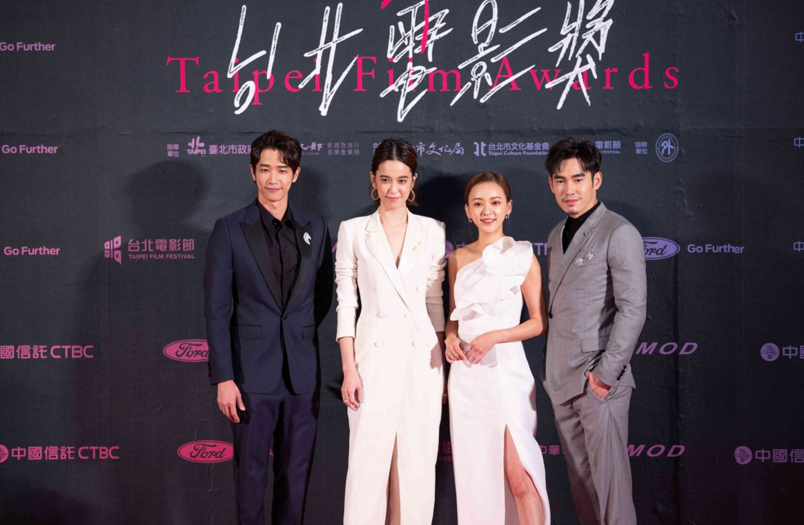 陈庭妮出席台北电影节颁奖典礼 别致线条西装率性优雅魅力