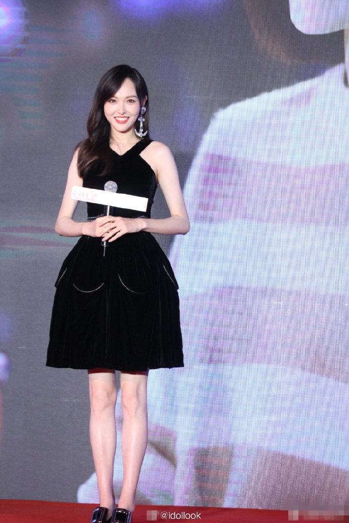 唐嫣现身:黑色束腰蓬蓬裙完美遮住肚子