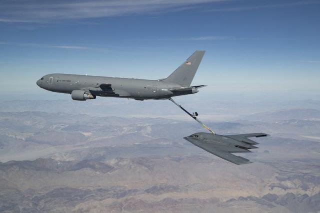 美军首次公开B2隐轰一画面,对外传递威慑信号,中东某国要小心了