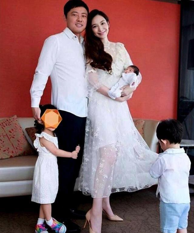吴佩慈豪花12亿为崔丽杰酒店造水晶巨龙,讨准婆婆欢心多贵都值得