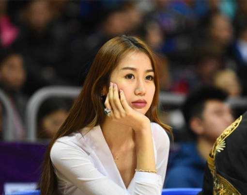 CBA第一美女!孙悦娇妻素颜照美炸了 新赛季她将成北京流量王