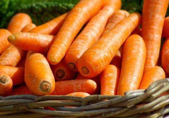 保护视力别只知道吃胡萝卜,它的效果更好,清脆更下饭
