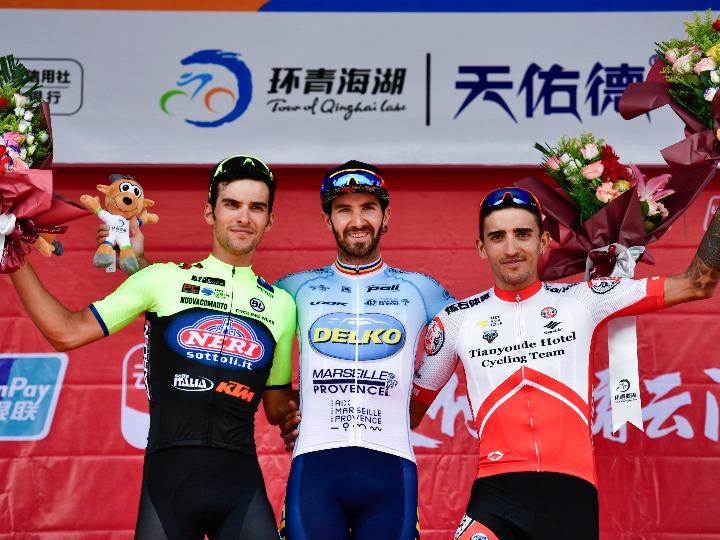 环青海湖自行车赛进入爬坡赛段