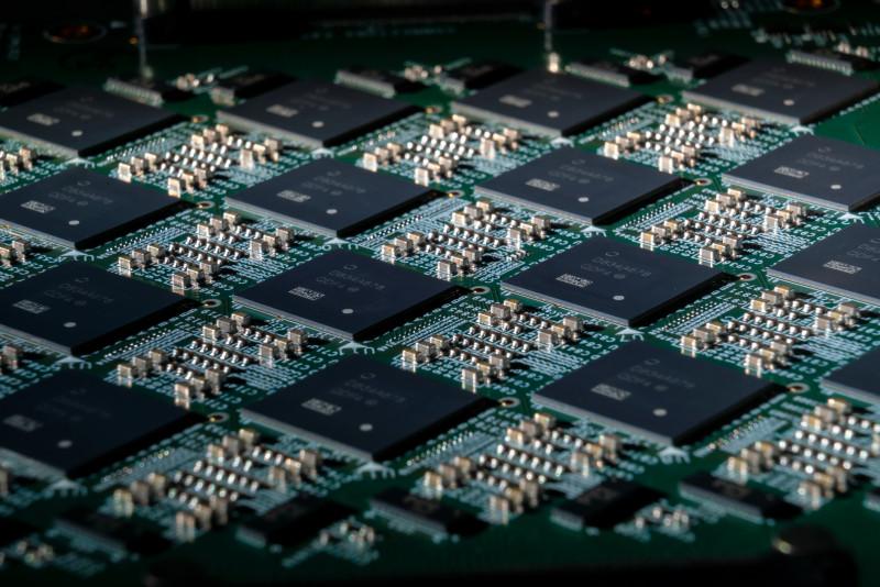 英特尔将 800 万个神经元塞进电脑系统,比传统