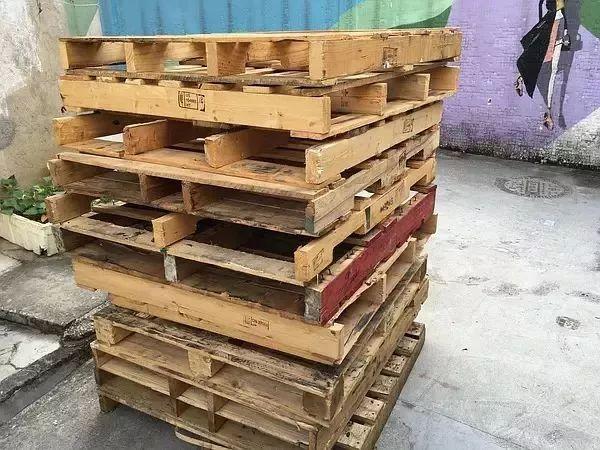 3500块, 除了买一些基本工具和材料, 首先用乳胶,腻子, 沙子自制环保