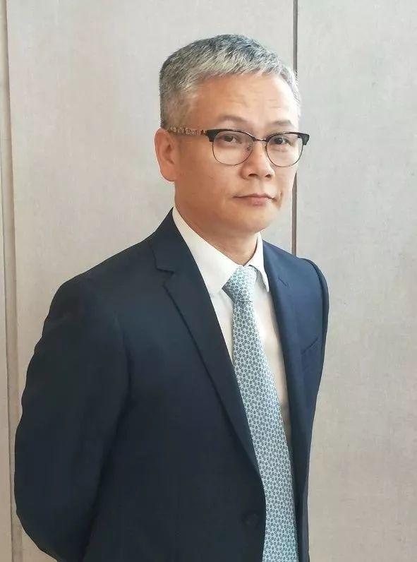 劲霸董事长_劲霸男装标志图片