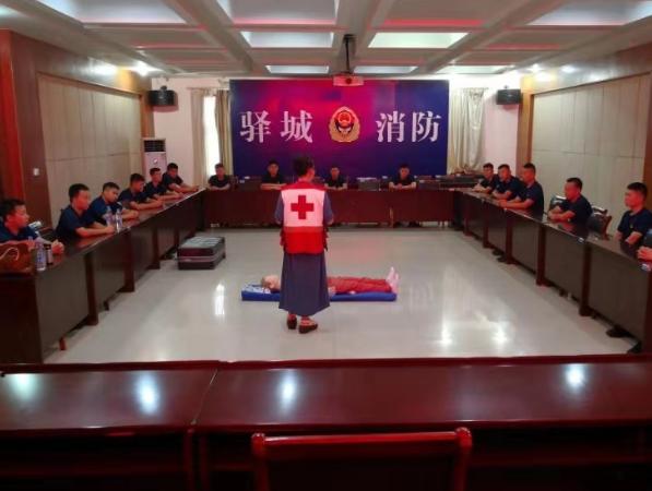 河南驻马店驿城区消防大队联合区红十字会举行急救知识培训会