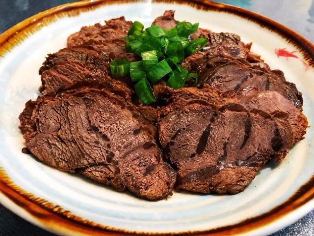 卤肉店的酱牛肉为何酱香肉嫩?牢记4个窍门,教你卤制酱牛肉方法