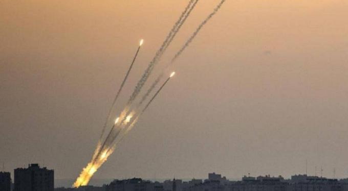 一架飞机刚飞越边境,国防军就立即下令导弹发