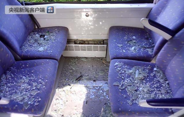 法国一列火车与轿车相撞致四人身亡