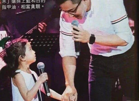 刘恺威小糯米合唱 尽显父爱