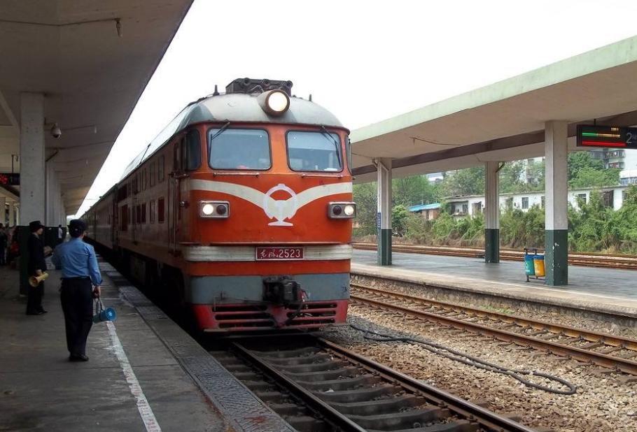 <b>火车为什么不能提前进站?很多人到现在都不知道,其实有3个原因</b>