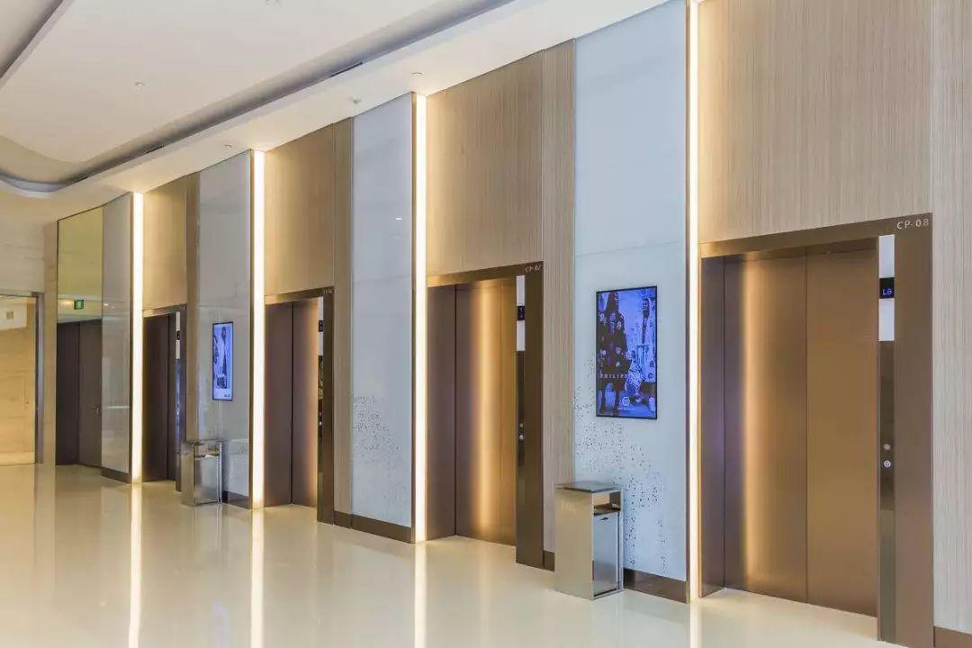 为什么电梯里要放镜子?万万没想到,竟是用来……