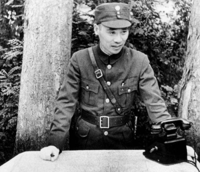 老蒋的五虎上将他排第一,曾一手制造皖南事变,最后安静度过晚年
