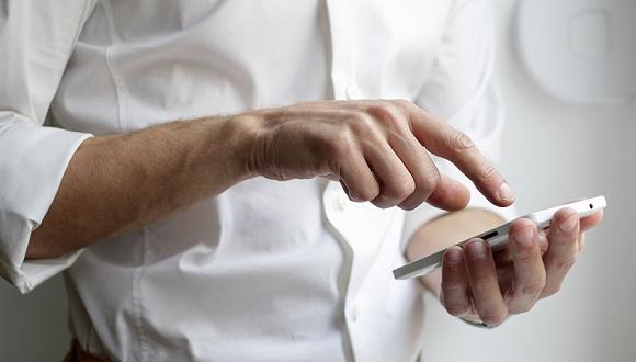 """【科技早报】7款5G手机获3C认证,微信朋友圈可见权限新增""""从群选择"""""""