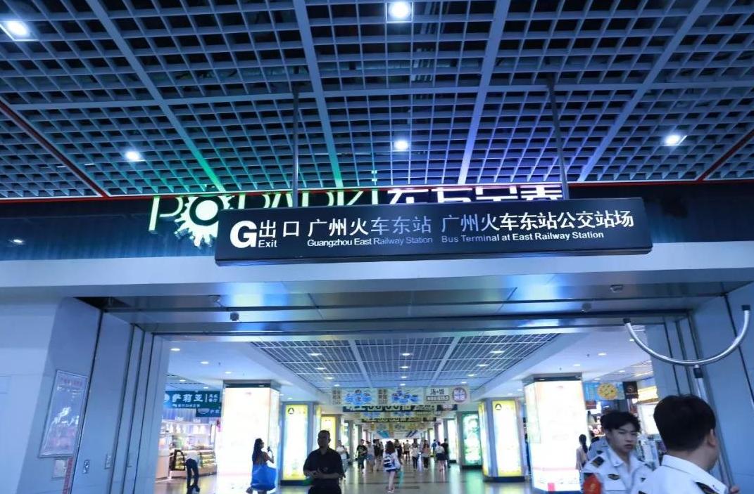 """国内最""""热闹""""地铁站:日均客流量近90万,进站就像上战场!"""