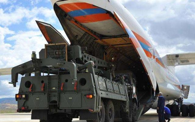 第一批S400导弹运抵土耳其,美军专家要求参观,俄:必须立刻阻止