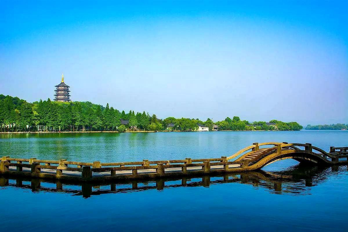 在中国这几个漂亮城市,明知道是人山人海,还是想要去旅行