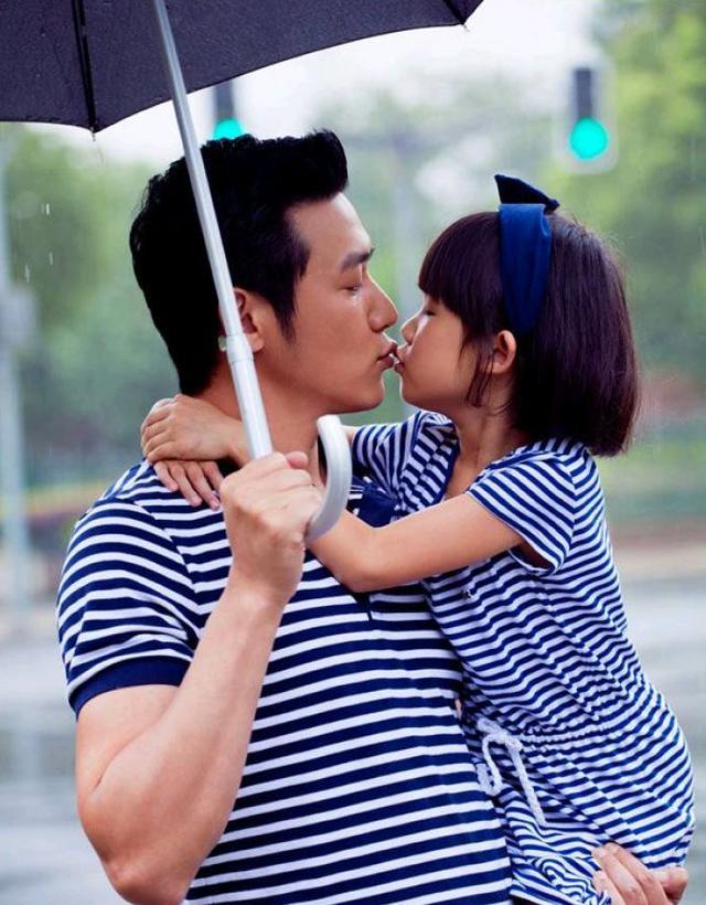 張亮反對爸爸跟女兒親嘴,網友表示讚同,圈內這些爸爸要難堪了