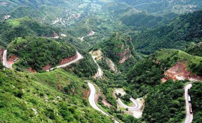 """太行山最危险的""""折叠公路""""九层十八拐"""