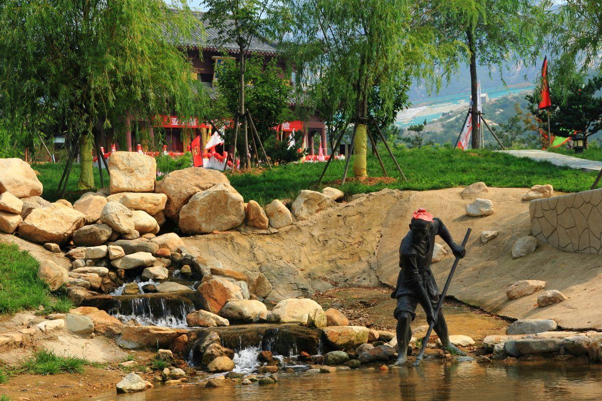 """去山东旅游还能""""捞钱""""?每月往河里撒20万黄金的景区"""