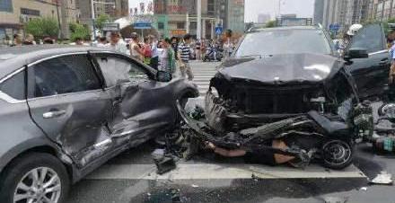 常州奔驰车突然失控致3死10伤 惨烈车祸竟因司机晕厥
