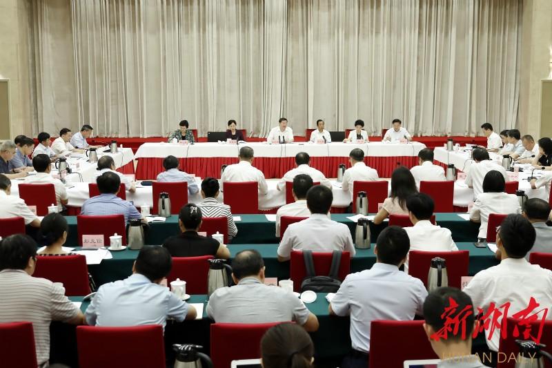 <b>中共湖南省委召开党外人士座谈会 杜家毫主持并讲话</b>