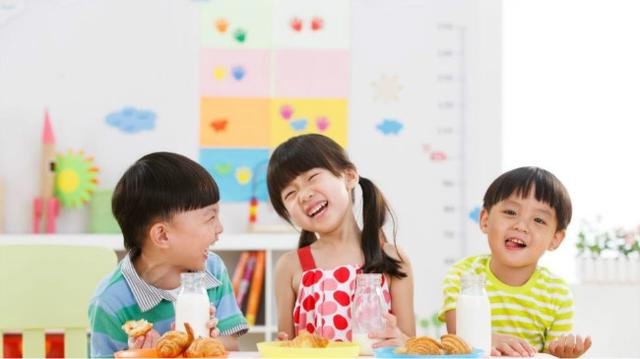 儿科主任:2种汤别再给孩子喝了,可能会损害脾胃,家长别不在意