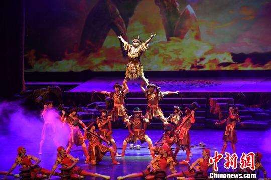 第十届全国杂技展演在南宁开幕杂技剧《百鸟衣》亮相