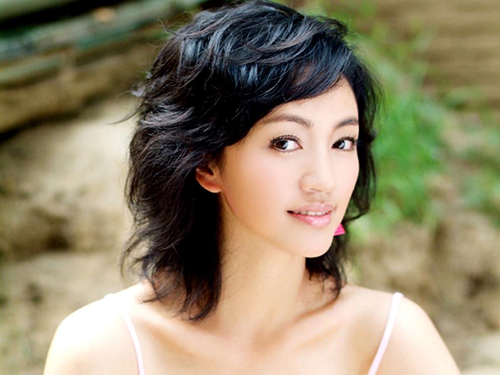 她曾是陈坤陆毅最爱的人,37岁嫁华谊总裁,女儿比妈妈还漂亮