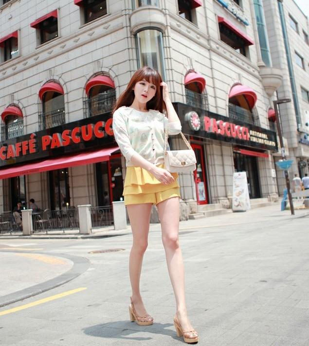 <b>优雅气质韩国美女,金信英白皙长腿,清纯街拍图片</b>