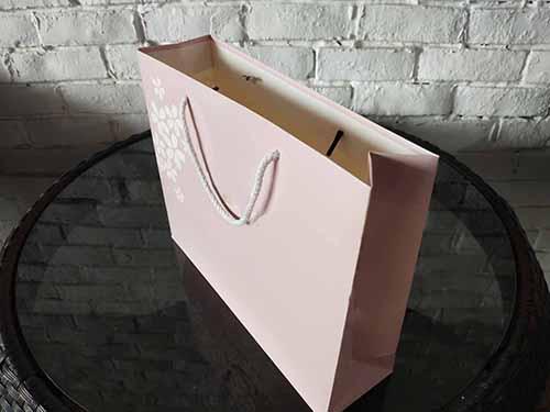 服装手提袋定制要如何体现时尚的价值?设计新颖夺人眼球