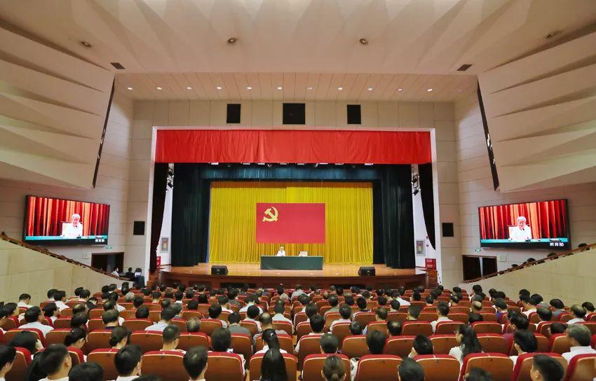 """来听教育部长陈宝生以""""教育报国""""为主题教育专题讲党课"""