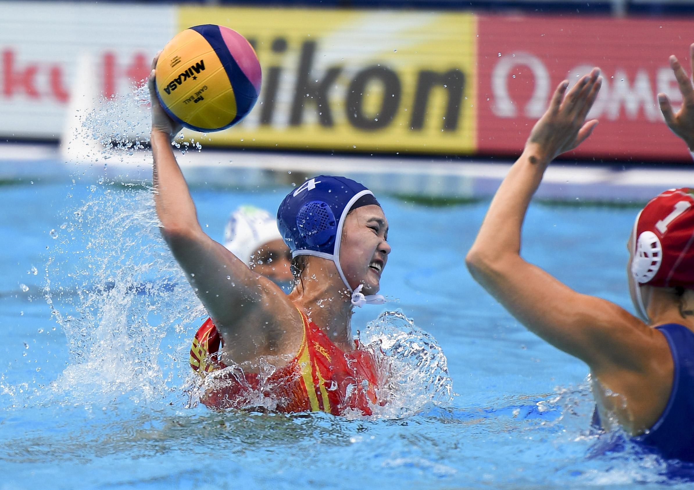 女子水球——小组赛:中国不敌意大利