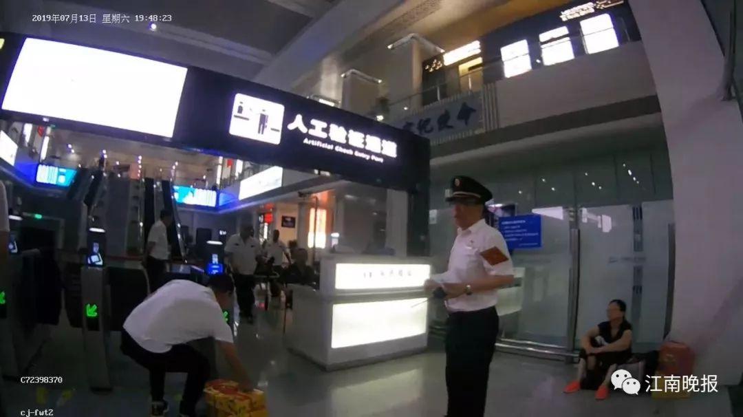 """列车""""不准时"""",旅客却纷纷点赞,看这段视频你就懂了……"""