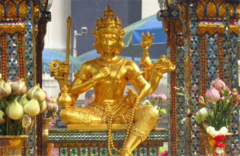 在泰国旅游,小贩给你这个东西,不能接,甚至可能被罚5000元