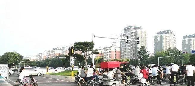 【本地】安阳市九个路口新式地标线改造基本完工
