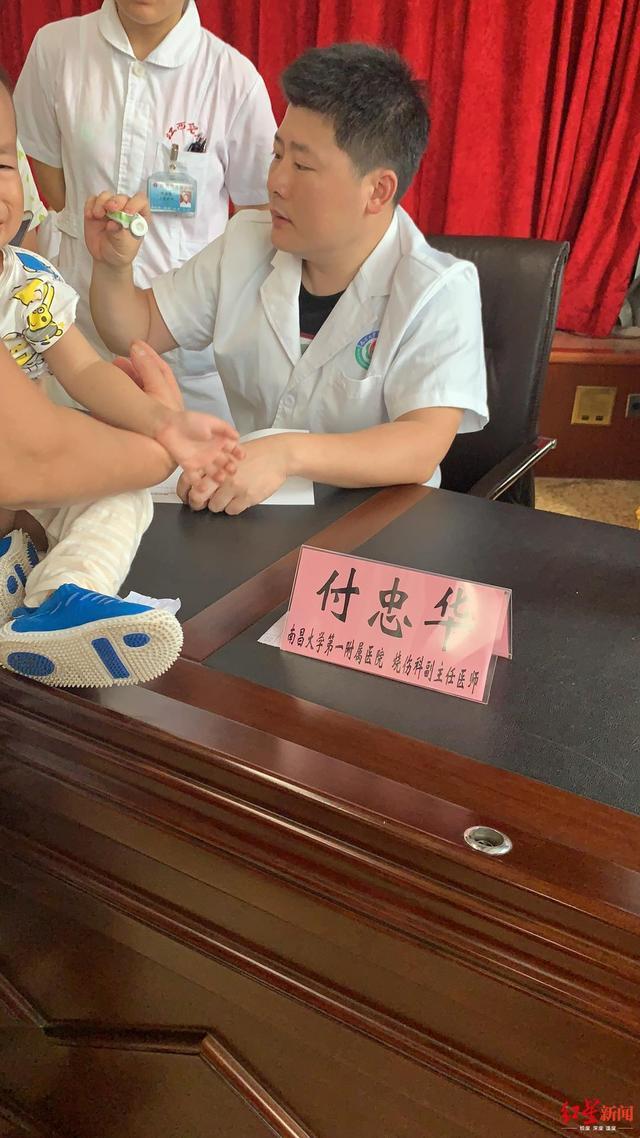 江西被三伏贴灼伤儿童最小的仅11个月_专家:含强刺激性物质