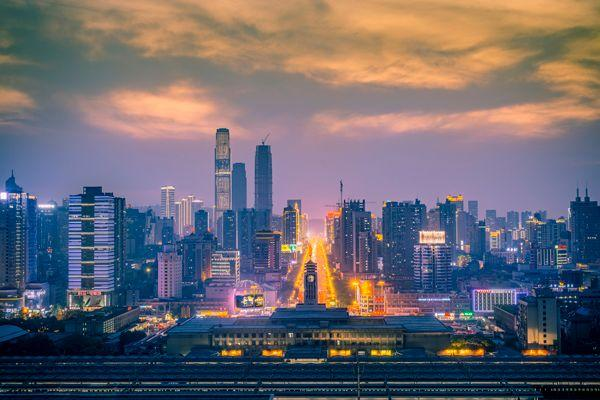 大败炒房客,造星第一台,这是中国最独特的万亿级城市